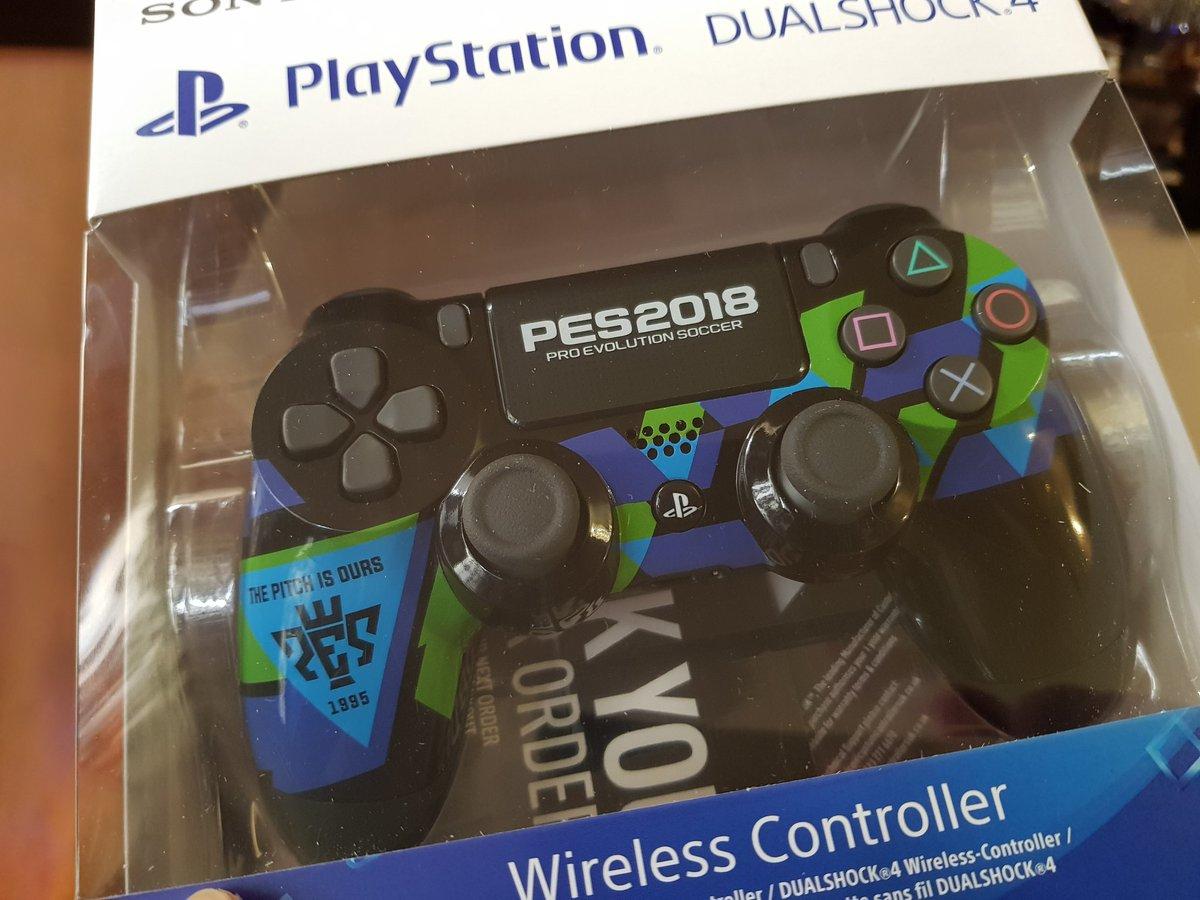 Новый Dualshock PS4 в стиле игры Pro Evolution Soccer 2018